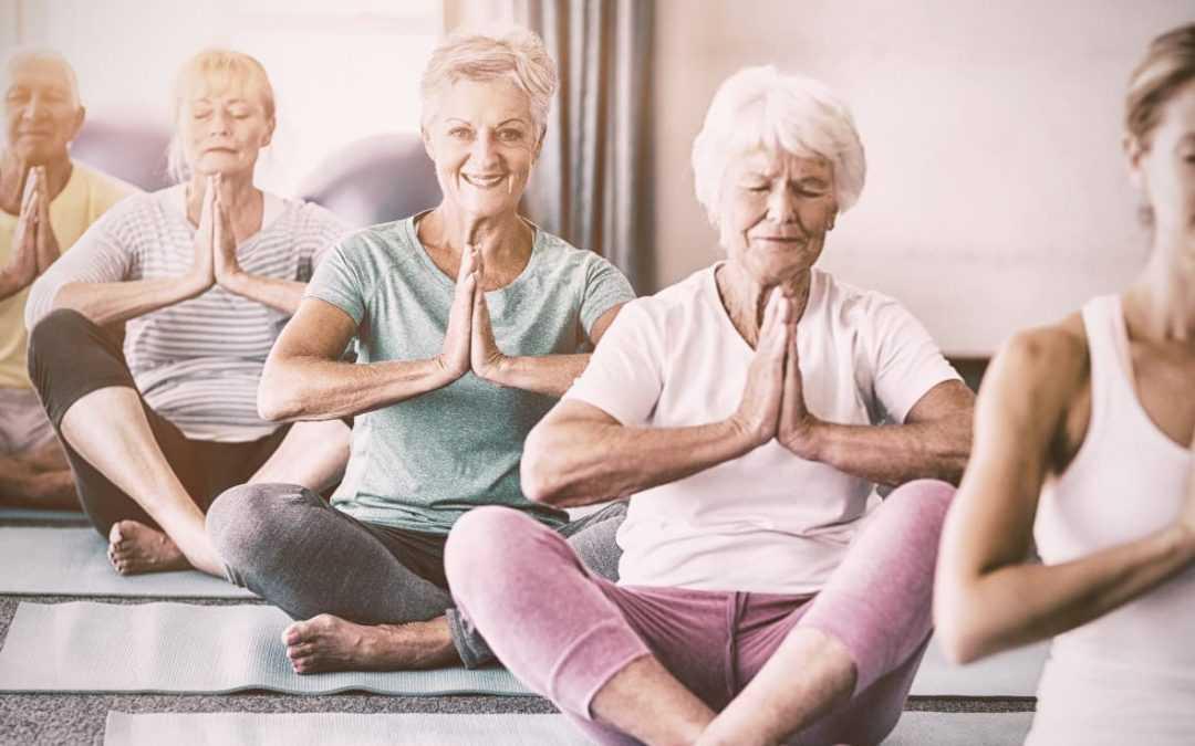 Yoga pour senior : 5 bonnes raisons de s'y mettre